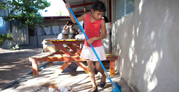 Cleaning at Hogar de ninas Madre Albertina